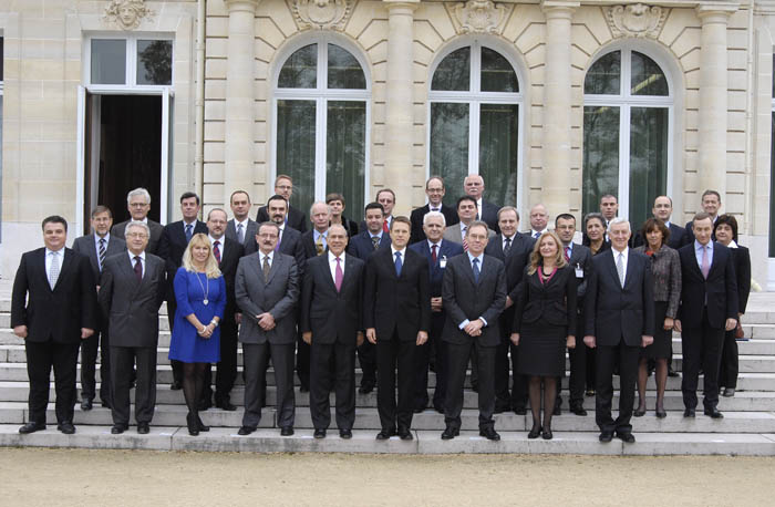 Participants of the Ministerial conference 'Building a 2020 Vision for South East Europe', held in Paris, France on 24 November 2011. (Photo: Courtesy of OECD)