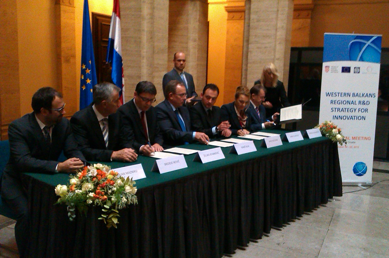 Ministers of science from the region adopt the Western Balkans Regional Research and Development Strategy for Innovation in Zagreb, Croatia, on 25 october 2013 with support of RCC, WB and EC (Photo: RCC/Dinka Zivalj)