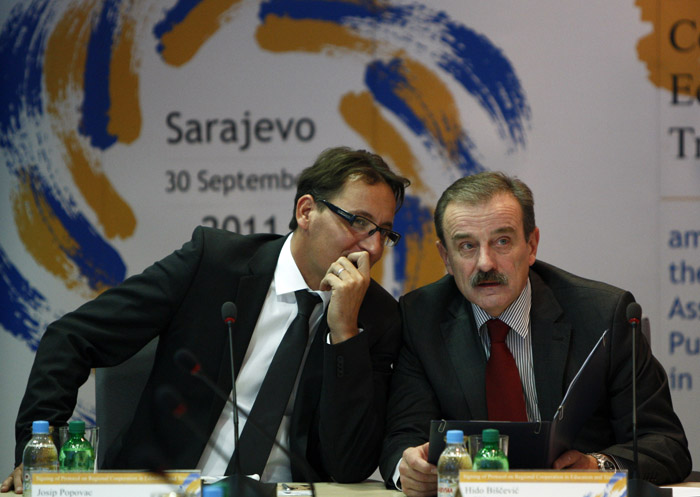 Hido Biščević, RCC Secretary General (right) and Josip Popovac, President, European Association of Public Service Media in South East Europe, at the signing of Protocol on Regional Cooperation in Education and Training among members of the Association, in Sarajevo, BiH, on 30 September 2011. (Photo: RCC/Dado Ruvic)