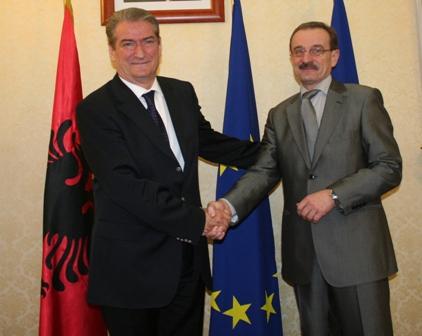 RCC Secretary General, Hido Biščević (right), meets Albanian Prime Minister, Sali Berisha, in Tirana, Albania, 9 December 2008. (Photo Albanian Foreign Ministry)