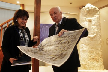 Head of RCC Expert Pool, Jelica Minic (left), receives on behalf of the RCC, the traditional Sloboda (Freedom) award of the International Peace Centre Sarajevo (IPC), presented by its President, Ibrahim Spahić, for an extraordinary contribution to humanism, fight for human rights and freedom in Bosnia and Herzegovina, Europe and the world. Sarajevo, BiH, 7 February 2013. (Photo RCC/Dado Ruvic)