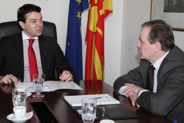 Hido Biscevic (right), RCC Secretary General, met with Nikola Poposki, Minister of Foreign Affairs of The Former Yugoslav Republic of Macedonia, in Skopje on 6 March 2012. (Photo: Courtesy of Ministry of Foreign Affairs of The Former Yugoslav Republic of Macedonia)