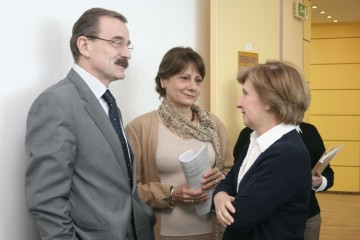 RCC Secretary General Hido Biščević (left) and Head of Expert Pool Jelica Minić (centre) at the presentation of RCC work to the Bosnia-Herzegovina public, 28 April 2008. (Photo RCC/Samir Pinjagić)