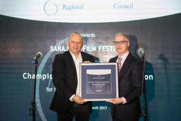 Goran Svilanovic, RCC Secretary General (right), presents the Champion of Regional Cooperation Award to Mirsad Purivatra, Director of Sarajevo Film Festival, on 15 March 2017 in Sarajevo, BiH. (Photo: RCC/Haris Calkic)