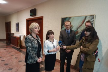 Minister of Labour and Social Policy, Mila Carovska (in the middle), Biljana Jovanovska, Director of PES and Nand Shani, Team Leader of the ESAP project giving statements to media, Skopje, 26 November 2018 (Photo: RCC/Sanda Topic)