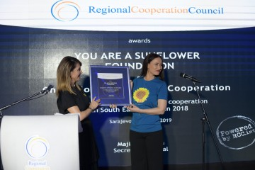 RCC Secretary General Majlinda Bregu presents the Champion of Regional Cooperation 2018 award to the Founder and Chair of You are a Sunflower Foundation, Albana Osmani at the reception marking the 11th anniversary of the RCC on 13 March 2019 in Sarajevo. (Photo: RCC/Eldin Hasanagic)