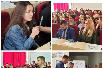 Students engaging in discussion on early signs of radicalisation among youth and how to prevent it at the workshop organized in Pristina on 22 May 2019 (Photo: RCC/Natasa Mitrovic)