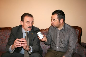 RCC Secretary General, Hido Biscevic (left), gives an interview to the Moldovan Radio at the occasion of the first RCC Annual Meeting, Chisinau, 2 June 2009. (Photo RCC/Dinka Zivalj)