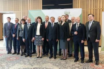 RCC Secretary General, Goran Svilanovic (fourth left), with SEECP foreign ministers at the formal meeting held on 23 April in Brdo pri Kranju, Slovenia. (Photo: MFA Slovenia)