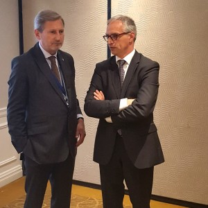 RCC Secretary General Goran Svilanovic (right) and EU Commissioner for Enlargement and European Neighbourhood Policy Johannes Hahn, at the RCC-hosted informal meeting of the Western Balkans six foreign ministers, held on 20 September 2017 in New York. (Photo: RCC/Natasa Mitrovic)