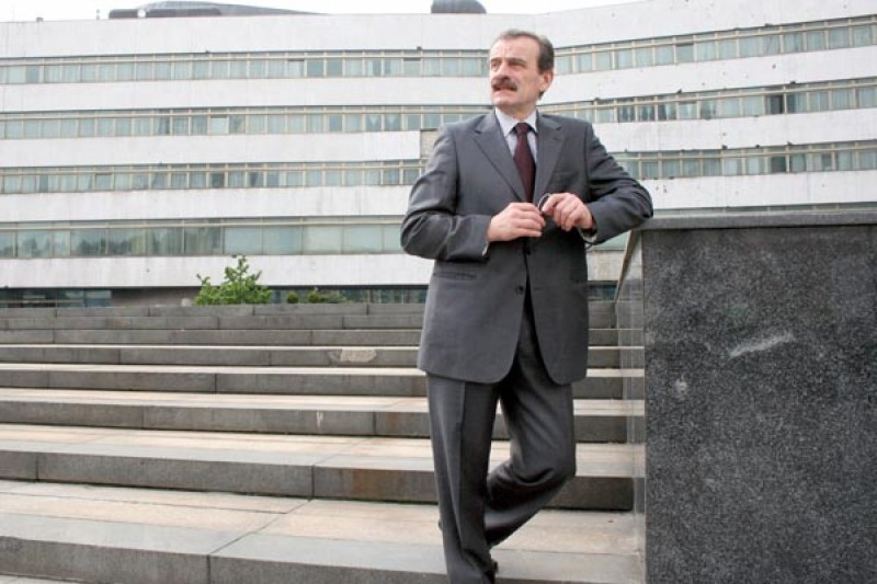 RCC Secretary General Hido Biščević in front of Parliament of Bosnia and Herzegovina. Parliamentary cooperation and building of human capital are key RCC priorities. (Photo RCC/Samir Pinjagić)