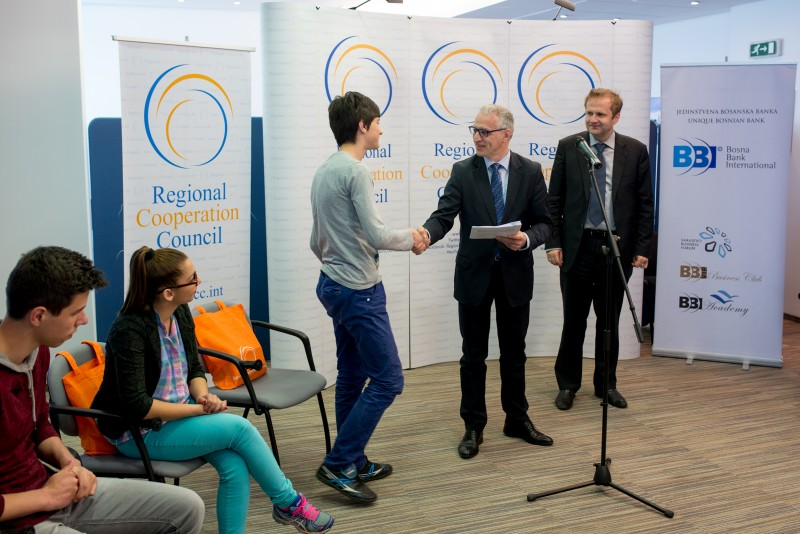 RCC Secretary General Goran Svilanovic and BBI Bank Director Amer Bukvic present scholarship certificates to ten pupils and students from Srebrenica and Bratunac (Photo: RCC/Amer Kapetanovic)