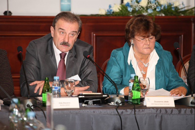 Hido Biscevic (left), RCC Secretary General, and Zsuzsanna Jakab, WHO Regional Director for Europe, at the opening of the third Forum of South East European health ministers, on 13 October 2011, in Banja Luka, BiH. (Photo: Predrag Milasinovic)