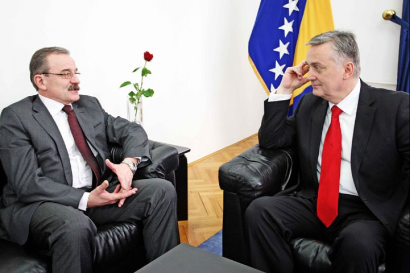 Hido Biscevic (left), RCC Secretary General, and Zlatko Lagumdzija, BiH Foreign Minister, at the meeting in Sarajevo on 13 March 2012. (Photo: Ministry of Foreign Affairs of Bosnia and Herzegovina)