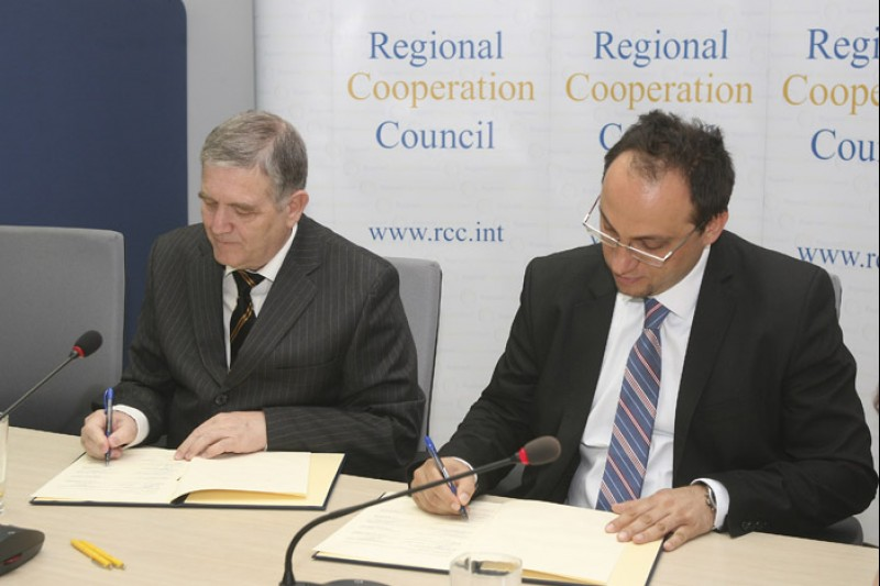 Representatives of 10 aviation organizations signed letter of intent on joint service provision in South East Europe, under RCC auspices, in Sarajevo, on 29 April 2013. (Photo: RCC/Zoran Kanlic)