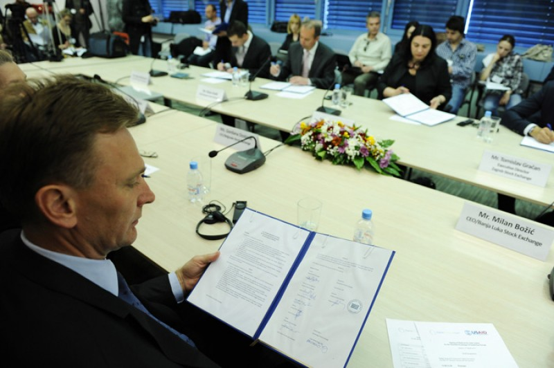 Directors of eight SEE stock exchanges signed a Platform for Joint Action under RCC Secretariat auspices, in Sarajevo on 27 March 2012. (Photo RCC/Midhat Poturovic)