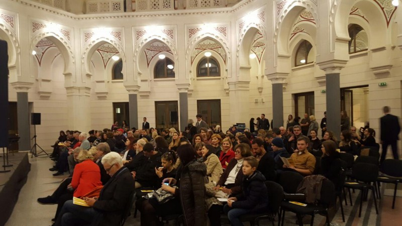 Audience waiting for Spanish artist, maestro Jordi Savall, with ensemble Hesperion XXI and guest musicians from Bulgaria, Romania, Greece, Serbia, Bosnia and Herzegovina, Turkey, Spain, Armenia, and Hungary, at Sarajevo City Hall (Photo: RCC/Alma Arslanagic Pozder)