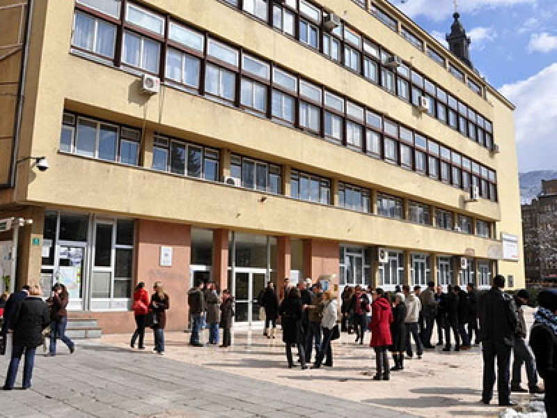 RCC co-organizes lecture on perceptions of crisis-struck Europe by an LSE professor, at Sarajevo School of Economics and Business, on 9 December 2011. (Photo: www.efm.ba)