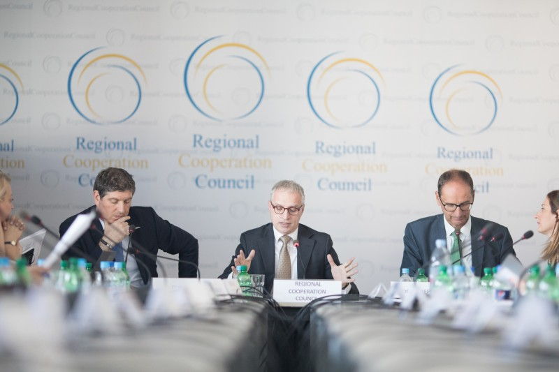 Goran Svilanovic, RCC Secretary General (centre); Nicholas Cendrowicz, EC DG NEAR's Deputy Head of Regional Co-Operation and Programme (left); and Helge	Tolksdorf, Head of division for EU-Enlargement, Southeast Europe, and Turkey at the German Ministry for Economic Affairs and Energy; at the meeting on establishing the Western Balkans (WB) Six Steering Committee for the preparation of the 2018 WB Digital Summit, held in Sarajevo on 17 October 2017. (Photo: RCC/Haris Calkic)