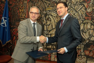 RCC Secretary General, Goran Svilanović (left), with Minister of Foreign Affairs of Bulgaria, Daniel Mitov, in Sofia on 14 September 2015. (Photo: MFA Bulgaria/Dimitar Kyosemarliev)