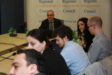 RCC Secretary General Goran Svilanovic talks to a group of students and professors from the Erasmus Mundus Masters Programme in Public Policy (Mundus MAPP) from Hague, Netherlands during their visit the RCC Secretariat