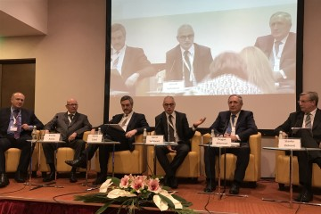 RCC Secretary General Goran Svilanovic (3rd from the right) moderating panel discussion'Regional investment projects reform agenda: One region, one economy?' with representatives of Chambers of Commerce and Industry from the region at 24th edition of Kopaonik Business Forum 2017 (Photo: RCC/Dragana Djurica)