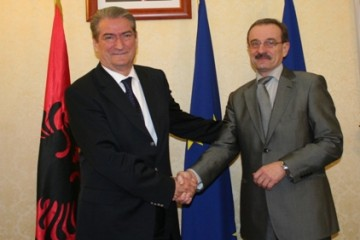 RCC Secretary General, Hido Biščević (right), meets Albanian Prime Minister, Sali Berisha, in Tirana, Albania, 9 December 2008. (Photo Albanian Foreign Ministry)